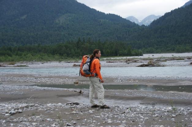 Im wilden Flussbett des Lech (Foto: hikekarin.com)