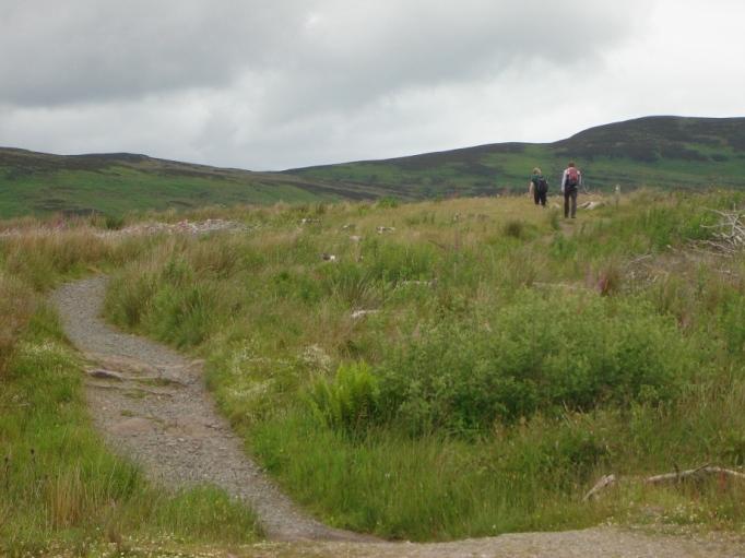 Auf dem West-Highland-Way hinauf zum Conic Hill (Foto: Hikekarin.com)