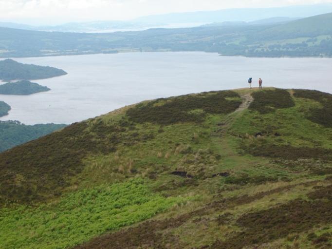 Am Conic Hill überblickt man große Teile des Loch Lomond National Park (Foto: Hikekarin.com)