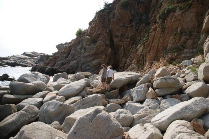 Steine-Klettern ist absolut beliebt bei Kindern (Foto: Hikekarin.com)