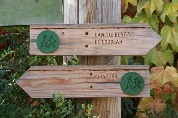 Piktogramm für Wanderer an der Costa Brava (Foto: Hikekarin.com)