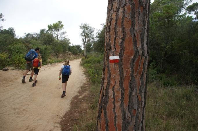 Das Markierungszeichen des Cami de Ronda (Foto: Hikekarin.com)
