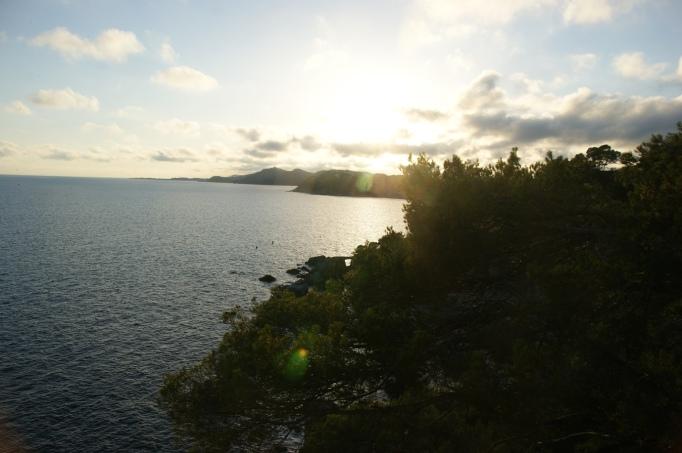 Die katalanische Mittelmeerküste ist ein Dorado für Küstenwanderer (Foto: Hikekarin.com)