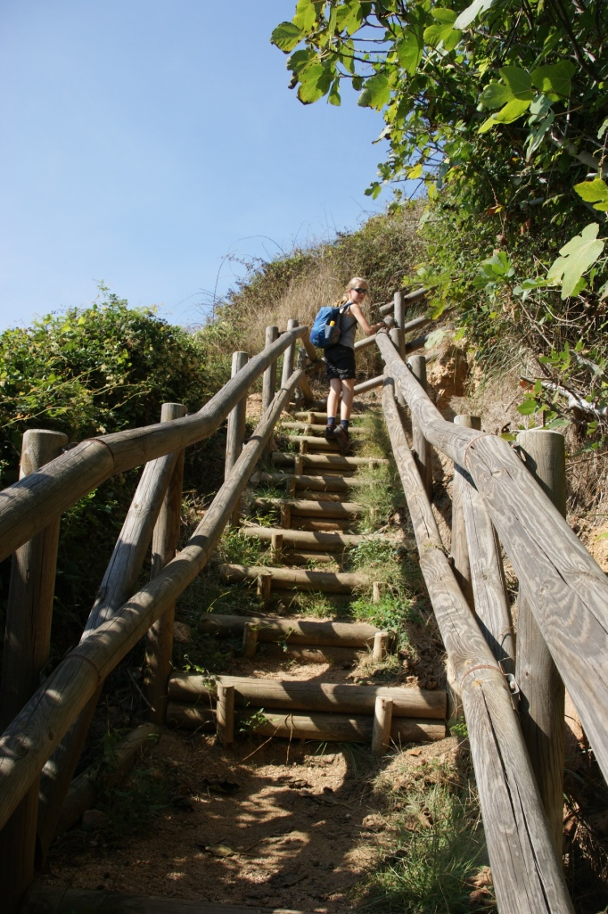Treppchen führen aus mancher Bucht hinaus ... (Foto: Hikekarin.com)
