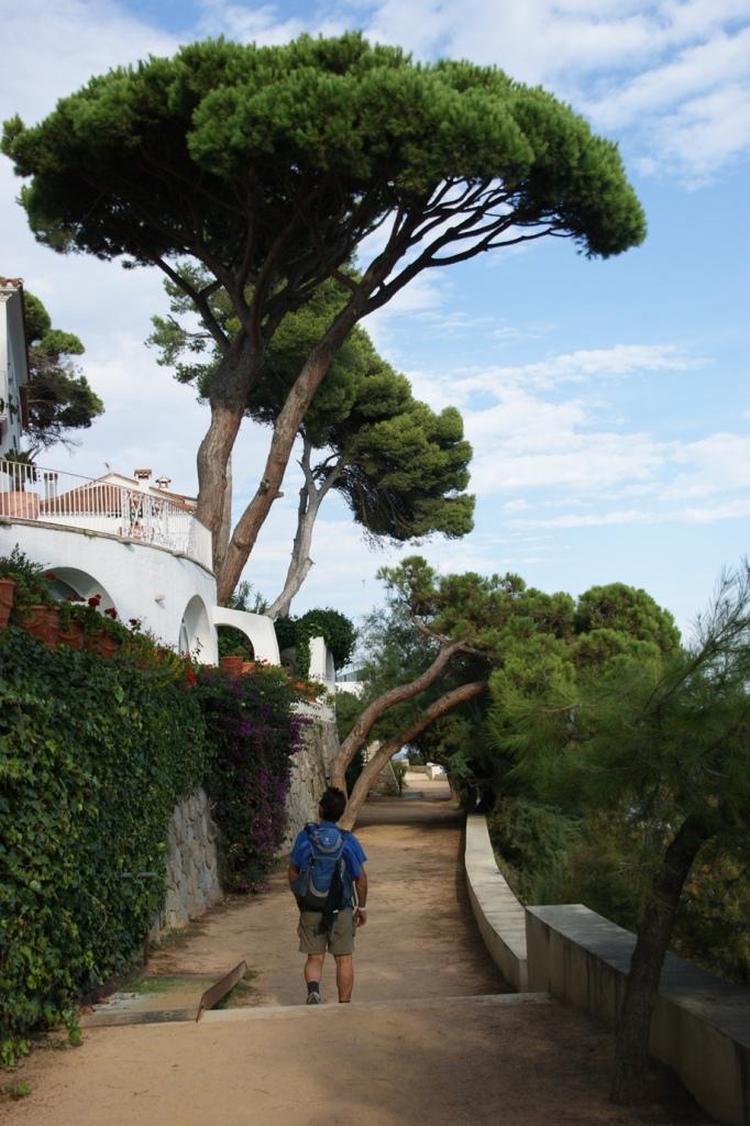 Flanieren auf dem Camin de Ronda bei San Agaro (Foto: Hikekarin.com)