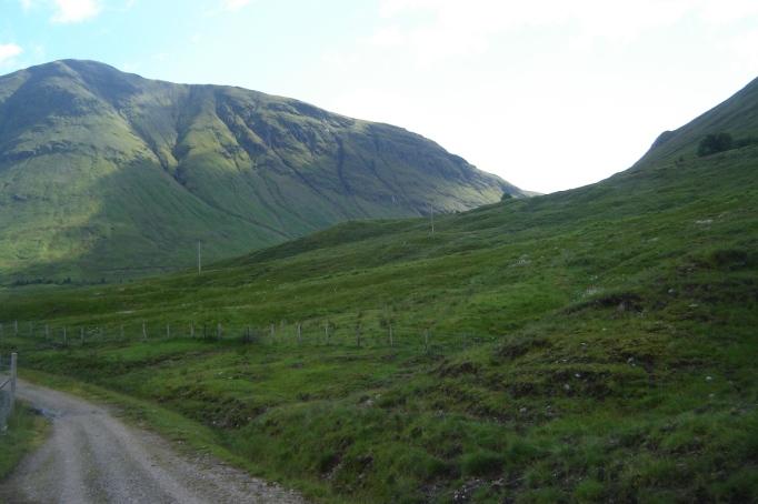 Rund 1.000 m hoch sind die Highland-Gipfel (Foto: Hikekarin.com)