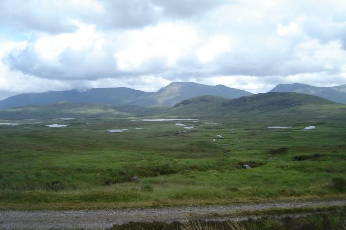 Moore und Seen in der Ebene (Foto: Hikekarin.com)