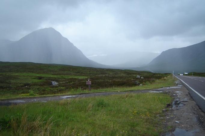 Die Hauptstraße durch die Highlands (Foto: Hikekarin.com)