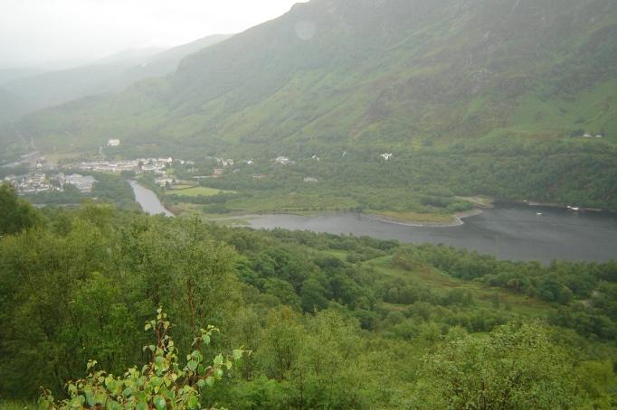Blick zurück auf Kinlochleven und den Loch Leven (Foto: Hikekarin.com)