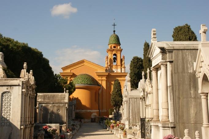 Friedhofskapelle und Mausoleen (Foto: Hikekarin.com)