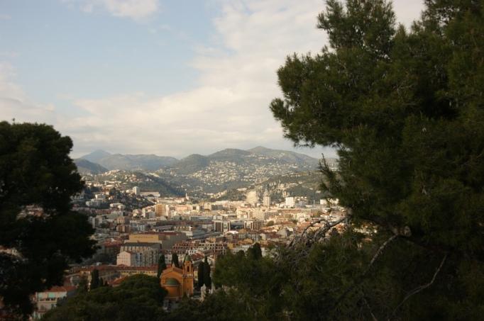 Blick auf Nizza und die Berge (Foto: Hikekarin.com)