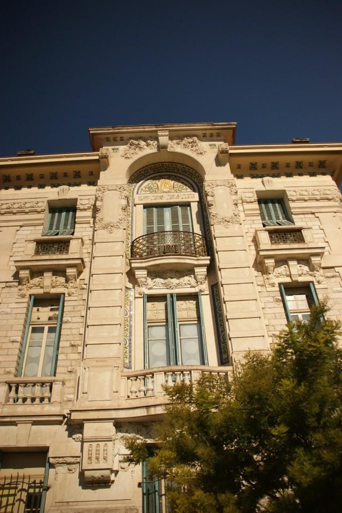 Hübsche Gebäude in der Neustadt von Nizza (Foto: Hikekarin.com)