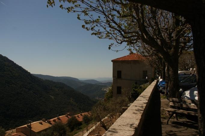 Peille - ein hübsches Bergdorf in Hinterland von Nizza (Foto: Hikekarin.com)