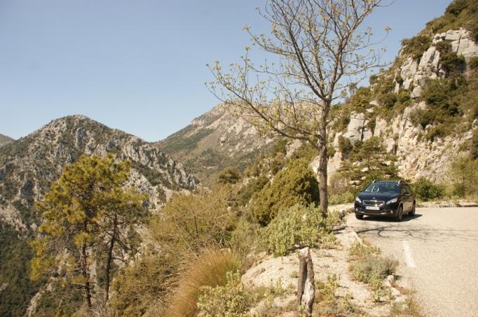 Auf toller Bergstraße von Sainte Agnès nach Menton (Foto: Hikekarin.com)