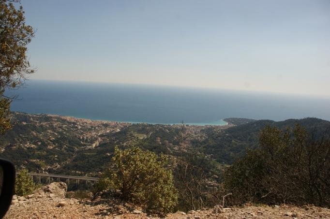 Blick auf die Küste Monaccos von oben (Foto: Hikekarin.com)