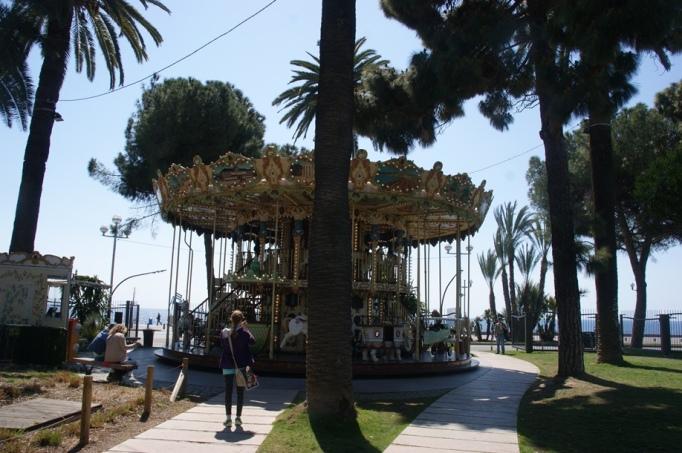 Karusell am Boulevard - das Meer ist in Sicht (Foto: Hikekarin.com)