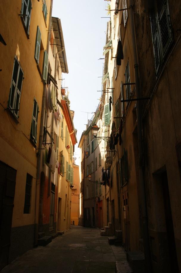 Altstadtstraße in Nizza (Foto: Hikekarin.com)