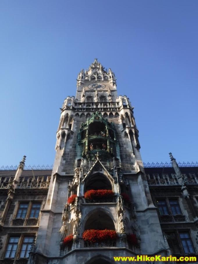 Rathaus mit Glockenspielfiguren in München