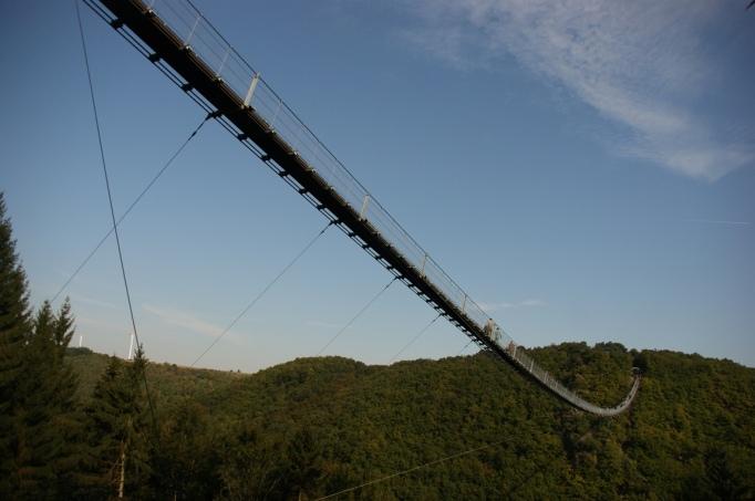 Vom Wanderweg - Blick zur Geierlaybrücke (Foto: hikekarin.com)