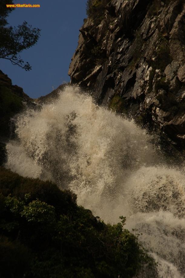 Wasserfall bei Adara - dank genügend Wasser von oben